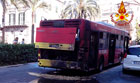 Il bus incendiiato