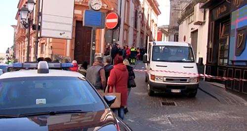 Tragedia in centro a catanzaro anziana muore travolta da for Centro convenienza arredi catanzaro catanzaro cz