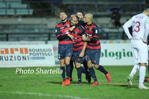 Cosenza-Trapani, gioia dopo il gol